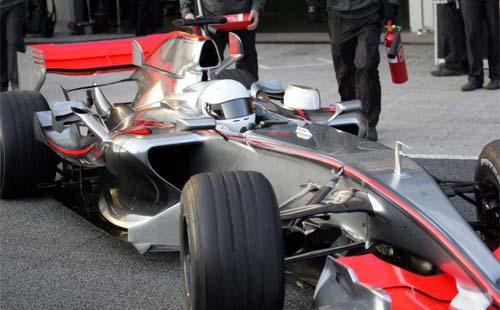 Alonso se sube por primera vez al McLaren