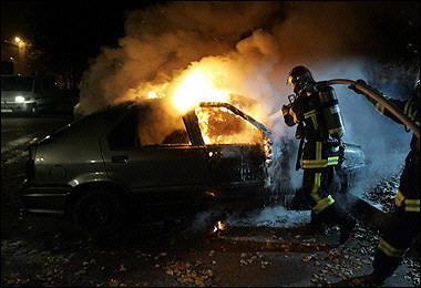 Un niño de 3 años quema el interior del coche de su madre